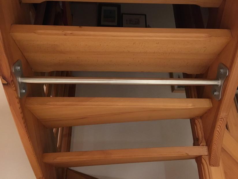 Klimmzugstange an einer Treppe